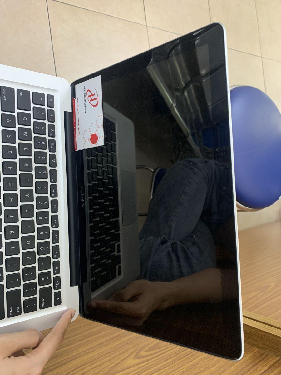 khởi động lại macbook