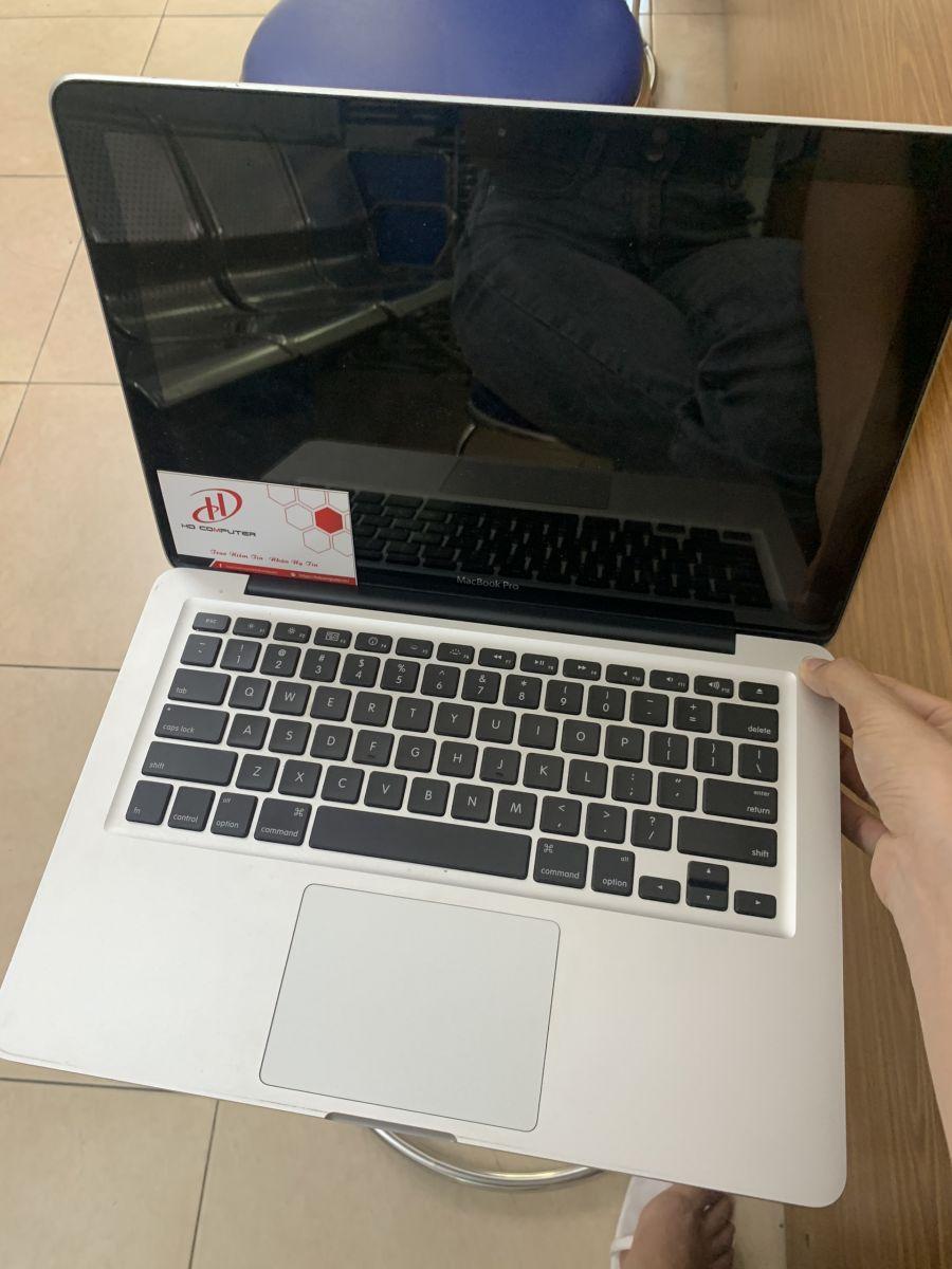Ảnh macbook mở lên màn hình đen