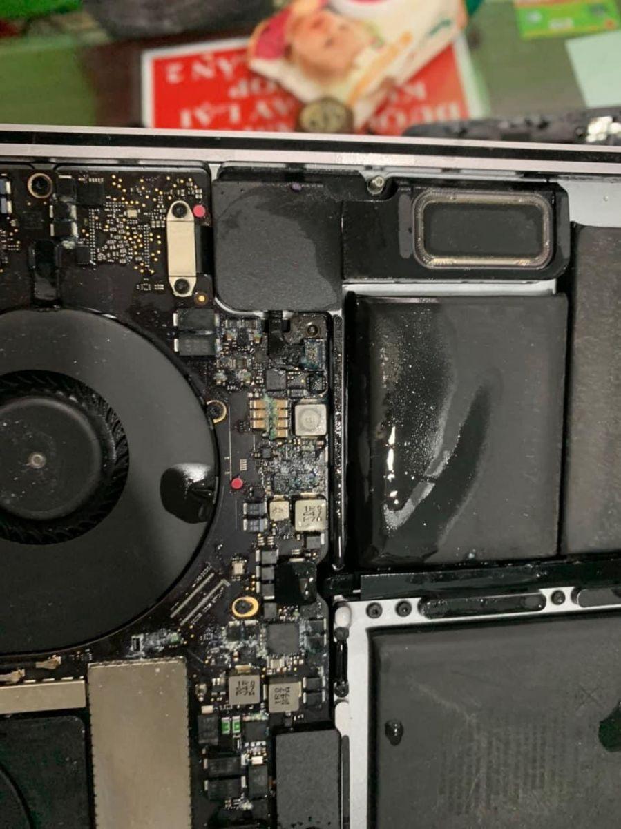 Hình ảnh macbook vô nước