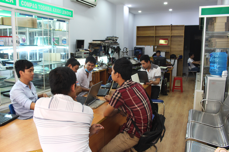doi-ngu-nhan-vien-hdcomputer
