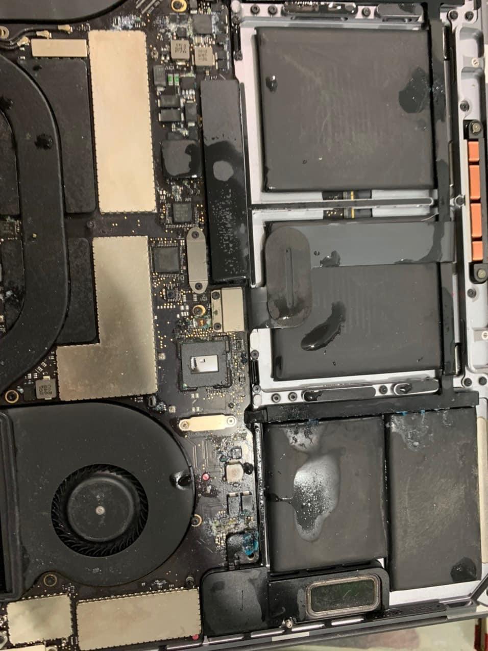 Macbook bị vô nước