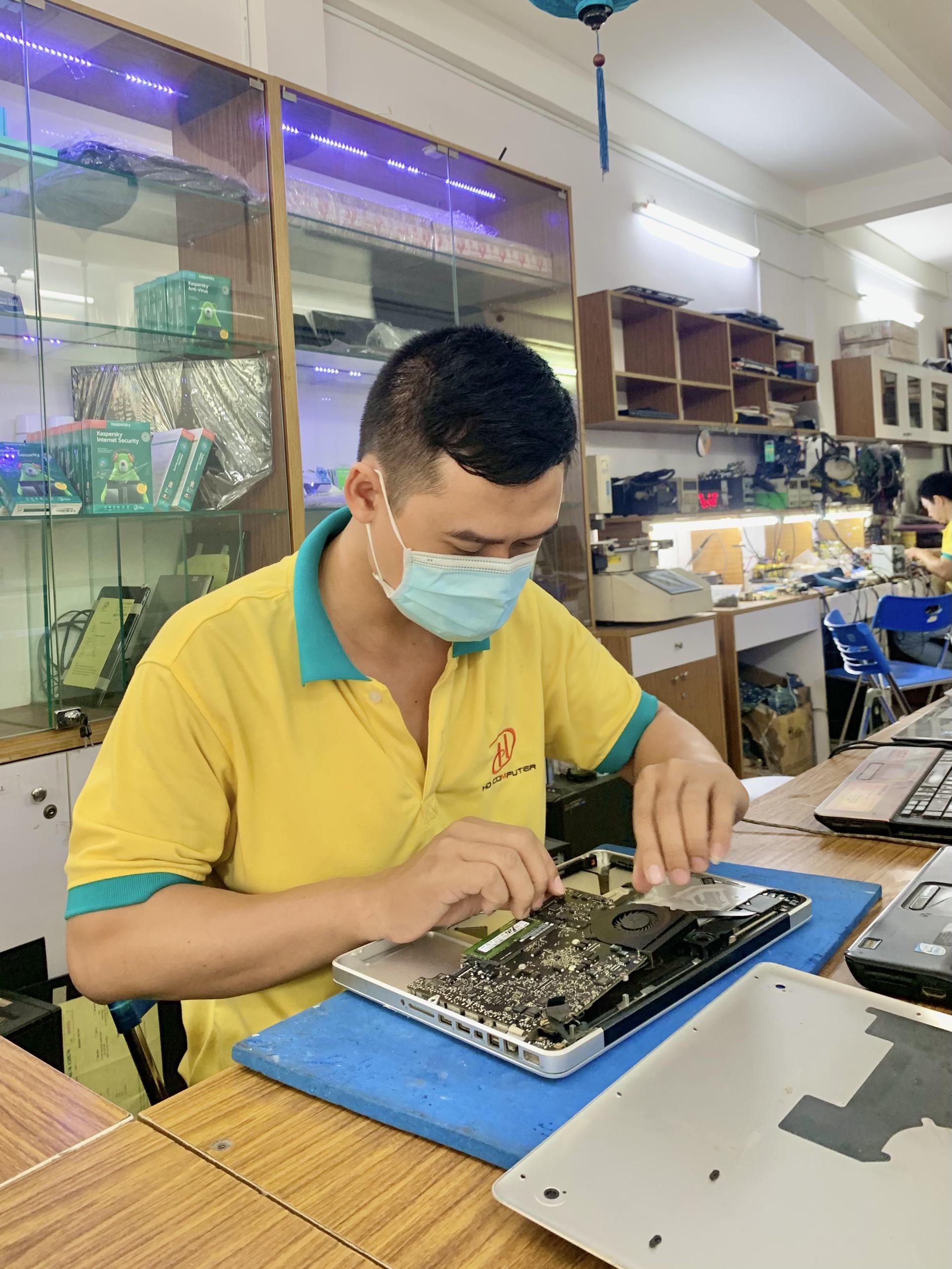 Dịch vụ vệ sinh macbook hcm uy tín nhất